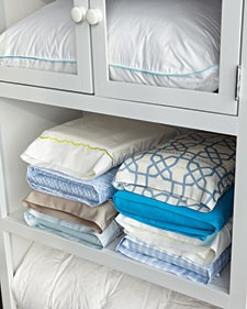 Photo Source http://storageandglee.blogspot.com/2011/02/martha-on-sheet-storage.html
